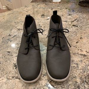 Men's cole Haan leather chukka boots. size 9 1/2.
